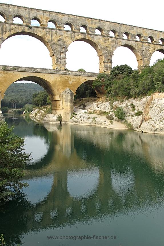 FRA115 o.T. (Pont du Gard - Blick flußaufwärts/F 2010)