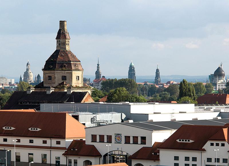 DD0232 Dresdner Türme (im Vordergrund Messe mit Schlachthofturm; Dresden Friedrichstadt 2014)