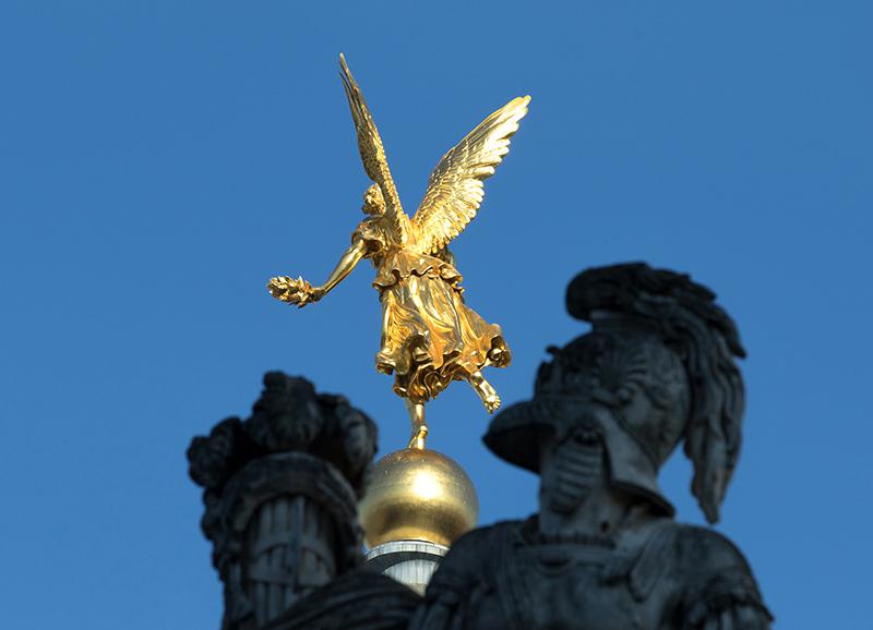 DD0275 o.T. (Serie: Ein Engel tanzt über der Stadt, Dresden 2019)