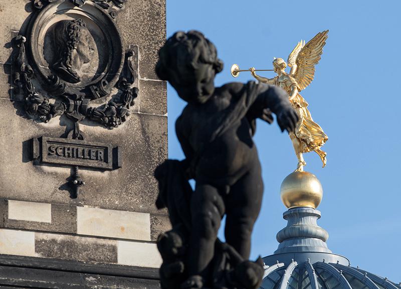 DD0282 o.T. (Serie: Ein Engel tanzt über der Stadt, Dresden 2019)