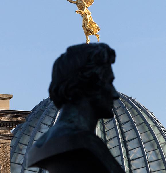 DD0285 o.T. (Serie: Ein Engel tanzt über der Stadt, Dresden 2019)