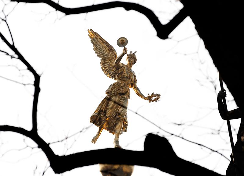 DD0290 o.T. (Serie: Ein Engel tanzt über der Stadt, Dresden 2019)