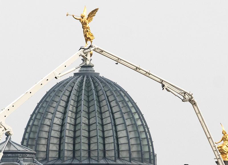 DD0394 Besuch! (Serie: Ein Engel tanzt über der Stadt, Dresden 2020)