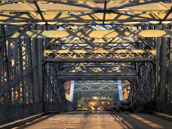 "0616: o.T. (""Blaues Wunder"" = Loschwitzer Brücke, Dresden 2012)"