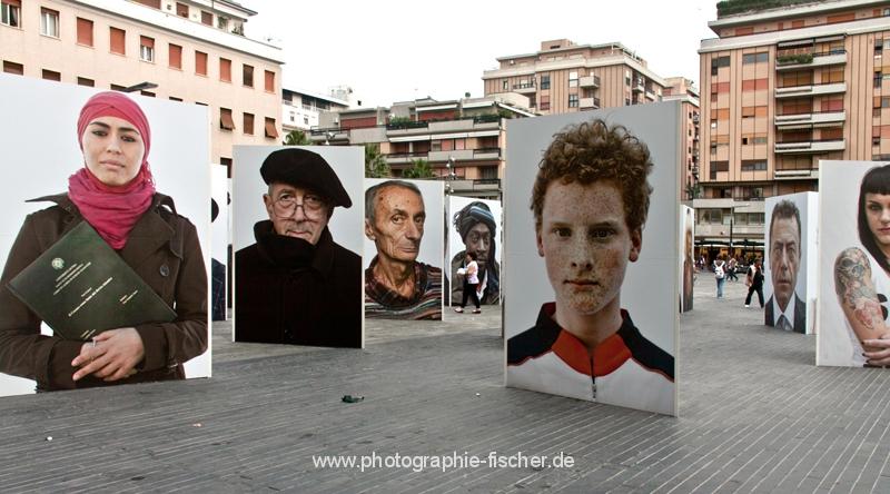 """0733: """"Razza Umana/ Italia"""" von Oliviero Toscani; (Pescara/Italien; Piazza della Rinascita 2012/13)"""