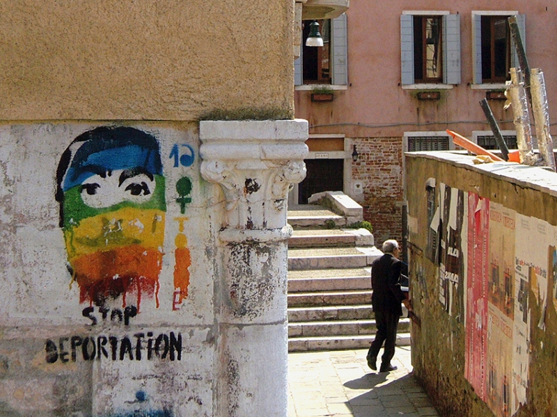 0070: Stop Deportation (Serie Verweile doch, Venedig, Italien 2009)