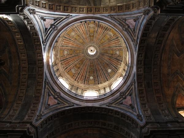 0528: o.T. (Basilica da Estrela, Lissabon 2010)
