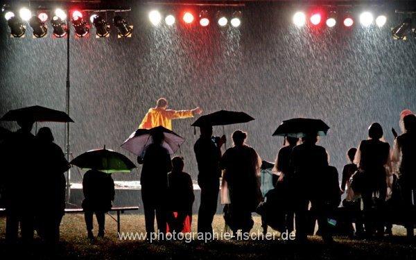 0812: I'm Dancing in the Rain (Palaissommer; Sommernachtstraum, Dresden 2012)