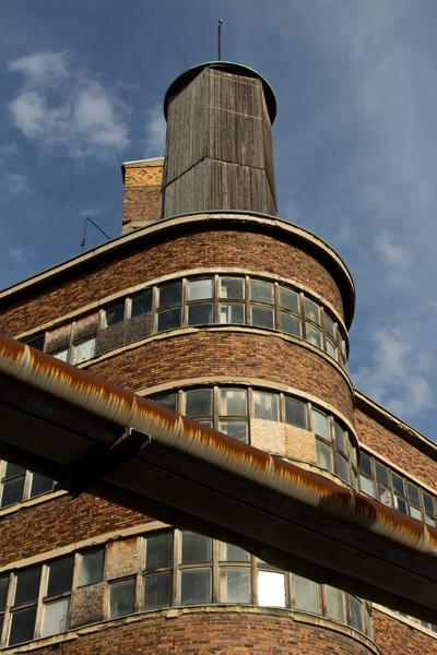 0945: o.T. (ehemaliges Konsumgenossenschaftsgebäude, Dresden-Plauen, 2014)