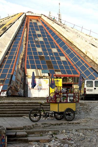 1069: o.T. (ehemaliges Enver-Hodza-Museum; Tirana/Albanien 2015)