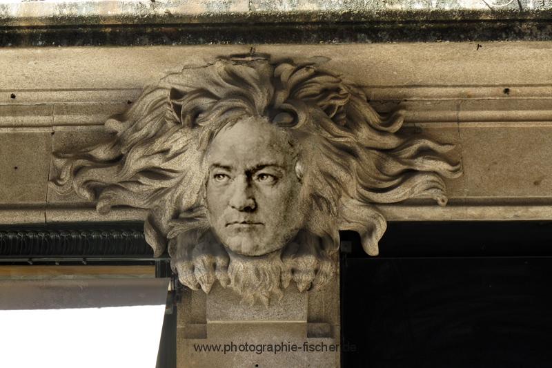 PK0750M: Beethoven der Löwe (Montage 2010/2014; unter Verwendung eines Löwenportals in Porto und eines Beethovenportraits)