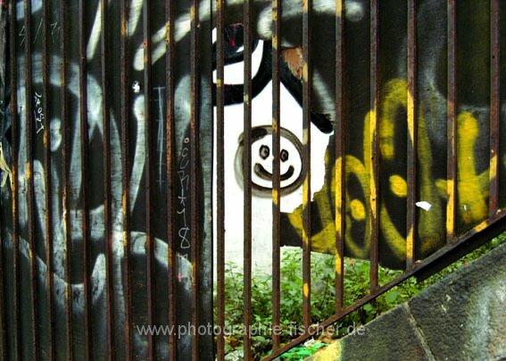 PK0492: Keep Smiling - or better not (Schanzenviertel, Hamburg 2008)