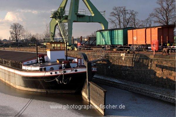 PK0797: o.T. (im Alberthafen; Dresden 2013)