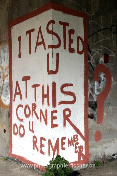 PK0855: o.T. (; Graffiti im Sniper Tower; Mostar, Bosnien-Herzegowina 2015)