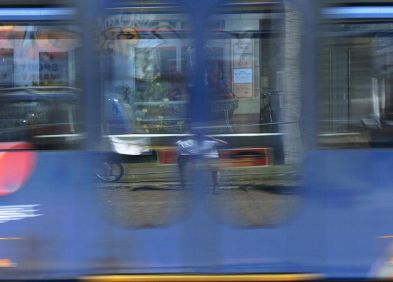 PK0188a: Selbst in vorbeifahrender Straßenbahn (Dresden 2009)