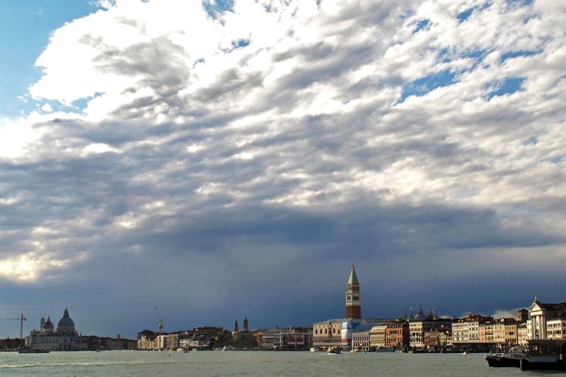 PK0690: o.T. (Venedig, Blick zum Dogenpalast vom Vaporetto; 2011)