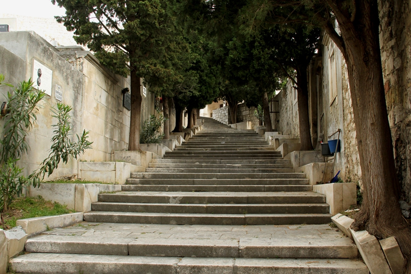 PK0954: o.T. (Friedhofstreppe, Šibenik, Kroatien, 2015)