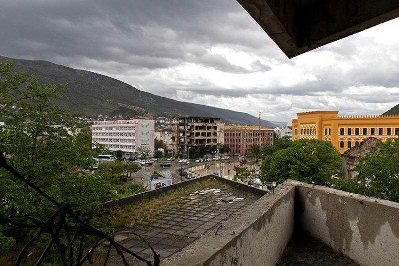 PK1118: o.T. (; Blick aus dem Sniper Tower; Spanischer Platz; Mostar, Bosnien Herzegowina 2015)