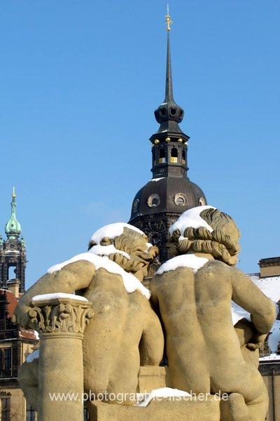 PK0611: o.T. (Puttiblick vom Zwinger zum Schloßturm, Dresden, 2012)