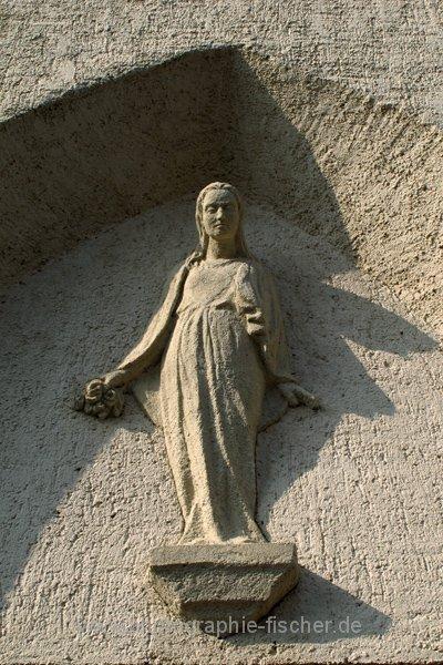 PK0672: o.T. (Dresden-Dölzschen, Figur an der Friedhofskapelle 2011/13)