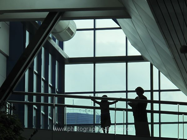 sar124 Abschied auf dem Flughafen