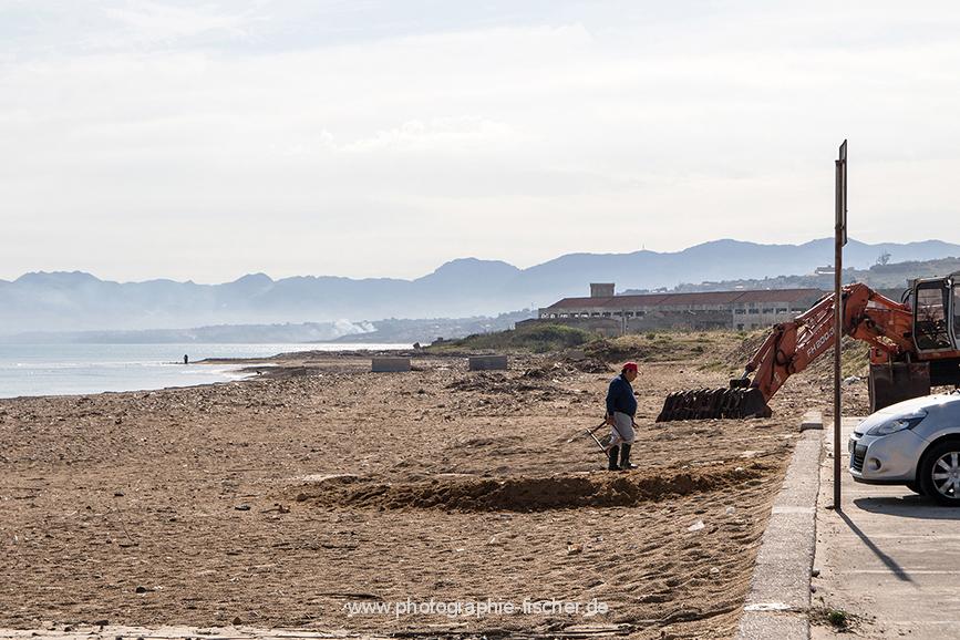 ITA_6075: o.T. (Strand bei Castellammare, Nordwestsizilien, Italien 2019)