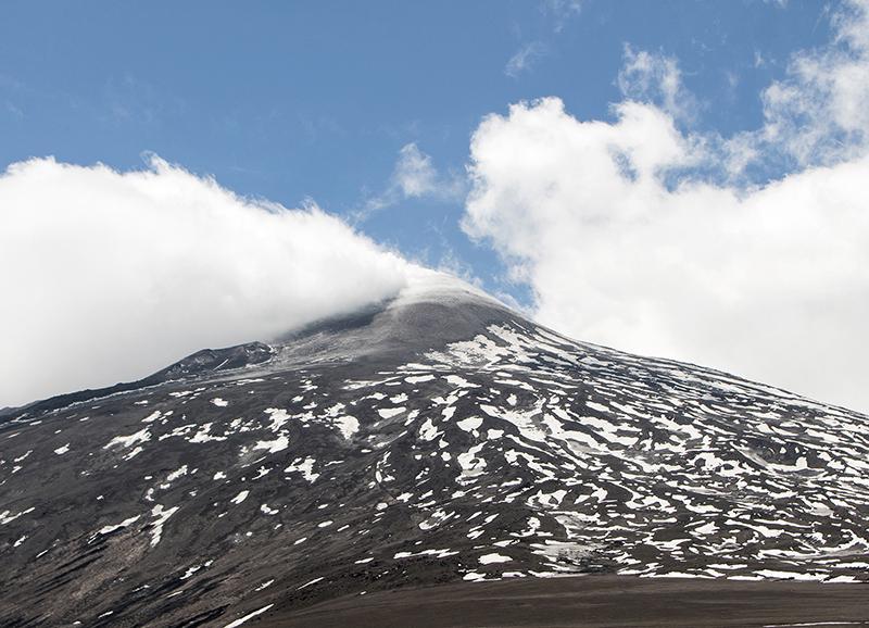ITA_6123: Ätna im Mai (Ostseite, Blick aus 2800m Höhe, Sizilien, Italien 2019)