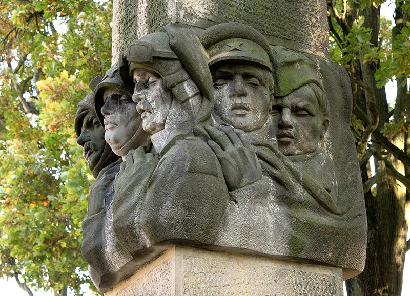 CZE0033: o.T. (Mahnmal für gefallene Sowjetsoldaten/1949, Turnov, Region Liberec, Tschechien 2018)