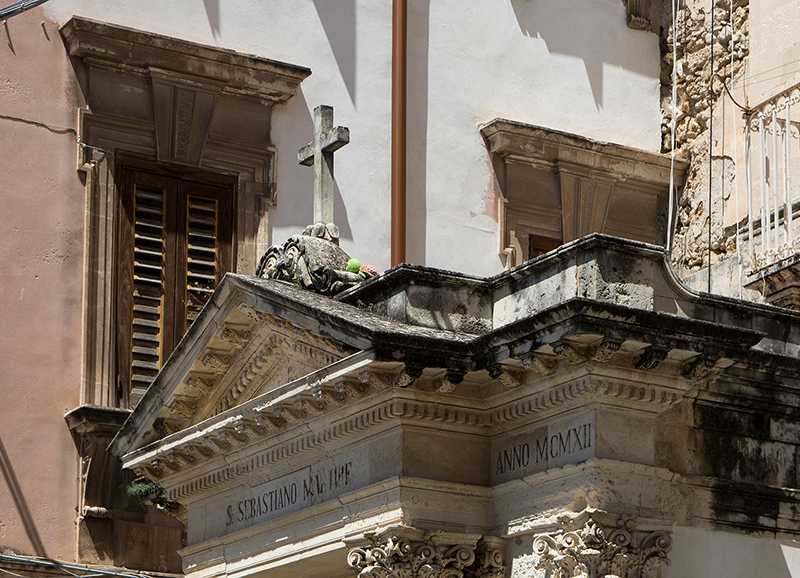ITA_5755: Die Schildkröte kriecht zu Kreuze (Syrakus, Ostsizilien, Italien 2019)